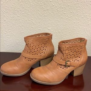 Cute Ankle Boots In Caramel Color